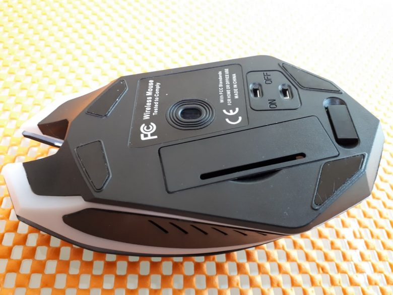 вид снизу беспроводной мышки